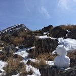 韓国岳と雪だるまと鹿と