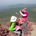 高千穂峰登山。山ガールとミヤマキリシマ