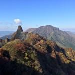 紅葉の根子岳から阿蘇山を望む
