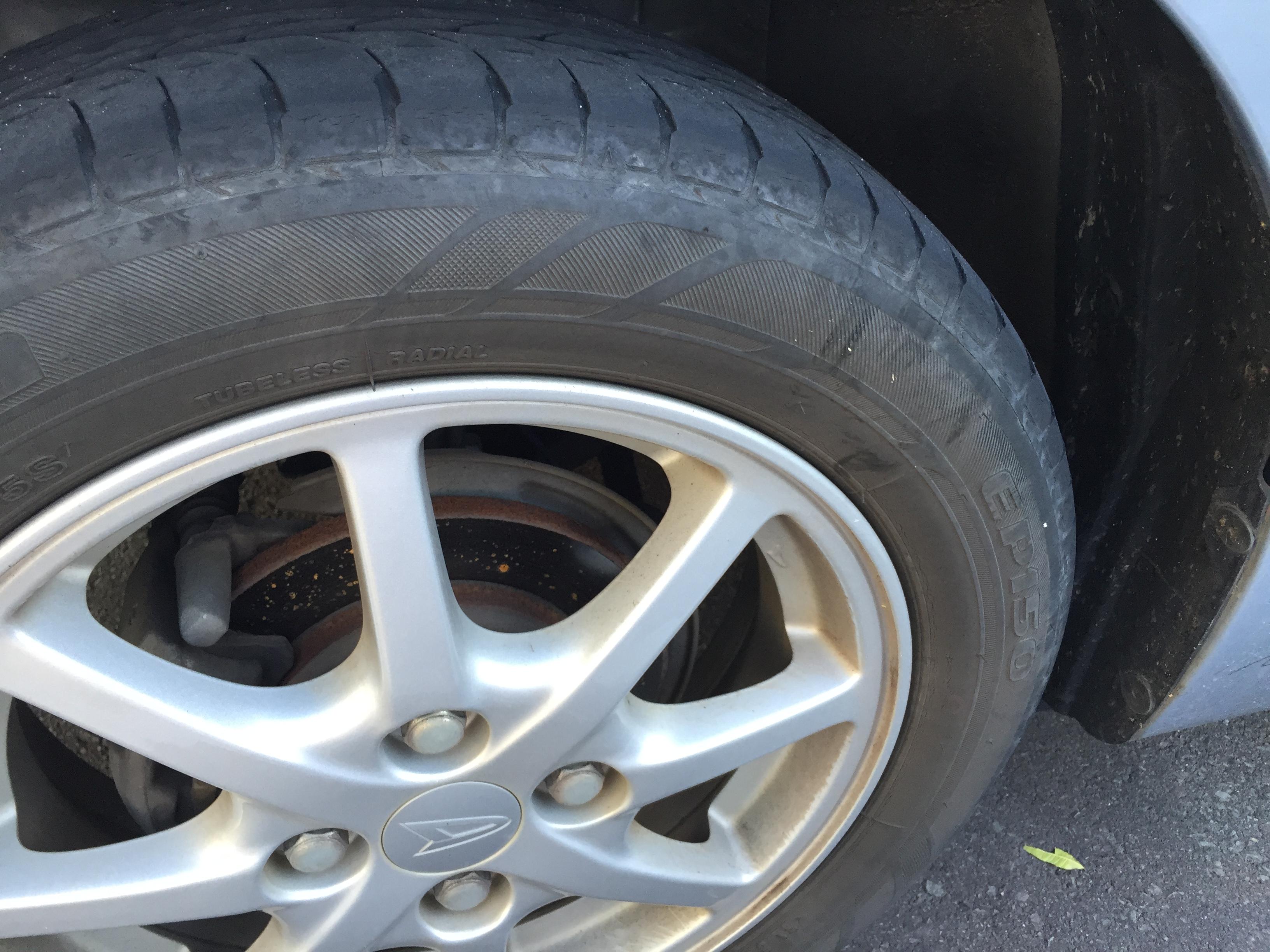 車のタイヤ交換はどこに頼む?ディーラーとカー用品店の見積もりを比較しました